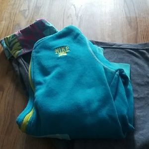 Nike girls size m/L hoodie and matching pants